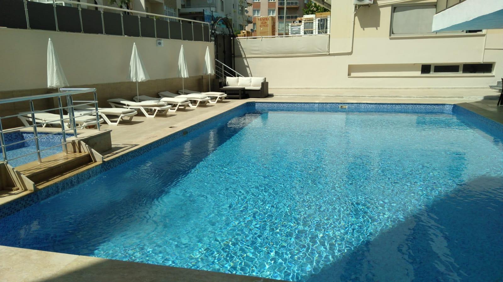 Letovanje Turska  autobusom, Kusadasi, Hotel Roxx Royal ex Santur, bazen sa postavljenim ležaljkama