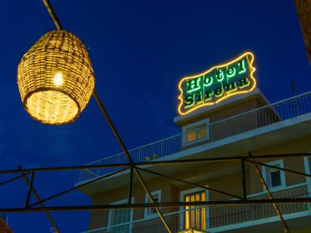 Grcka hoteli letovanje, Krf, Guvia, Sirena beach,noću