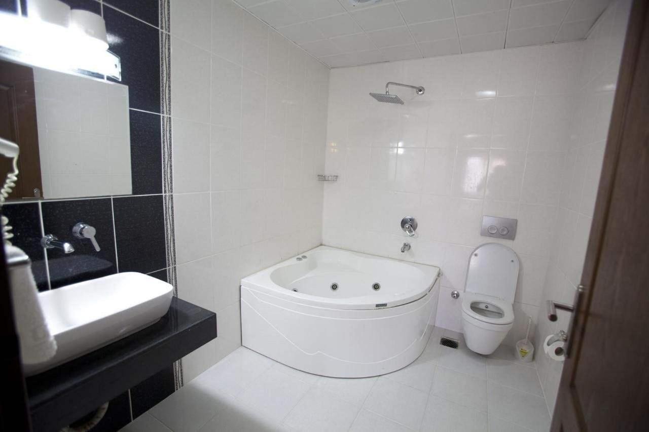 Putovanje Istanbul, evropski gradovi, hotel Grand Laleli,kupatilo