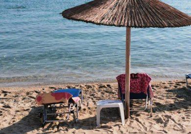 Polihrono, leto grcka halikidiki apartmani, plaža - ležaljke 2